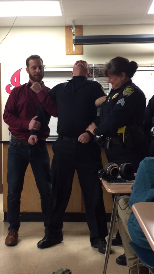 Officer Teaches Students in 'Shocking' Way