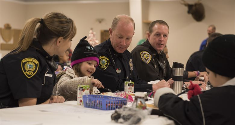 Greater Cleveland Police Officers Give back with Shop with a Cop