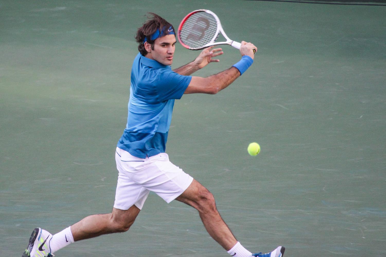 Roger Federer prepares to hit a backhand.